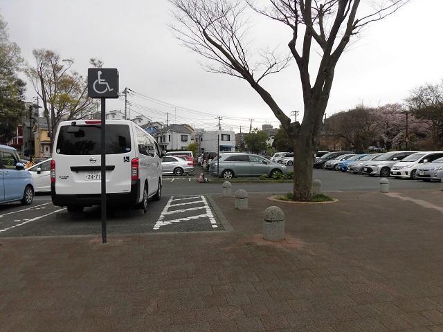 県立三ツ池公園 駐車場
