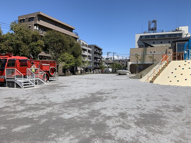 萩中公園 消防車