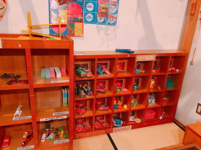 実体験コーナーおもちゃ棚2