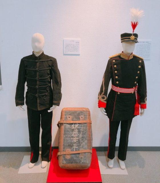 陸軍正衣と軍服のマネキン